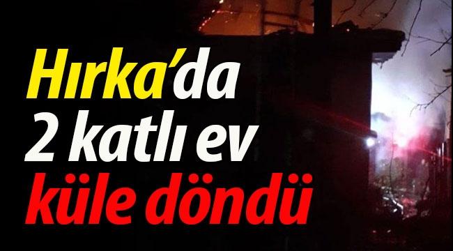 Hırka'da 2 katlı ev kül oldu