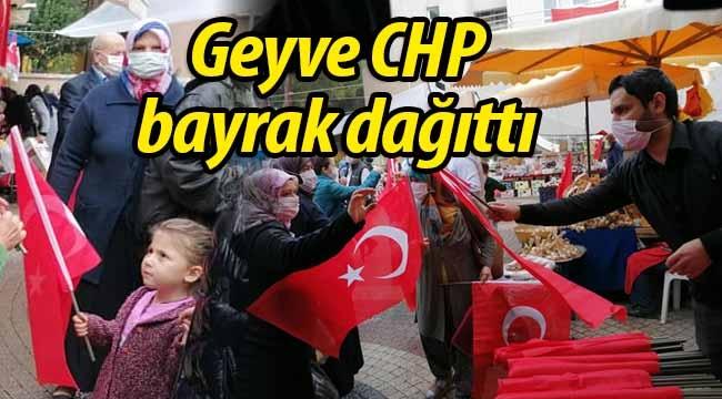 Geyve CHP halka bayrak dağıttı