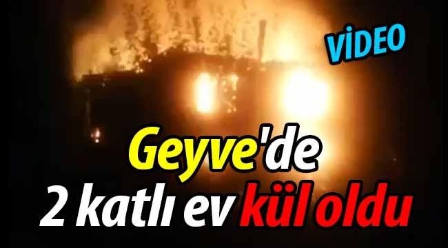 Geyve'de 2 katlı ev kül oldu