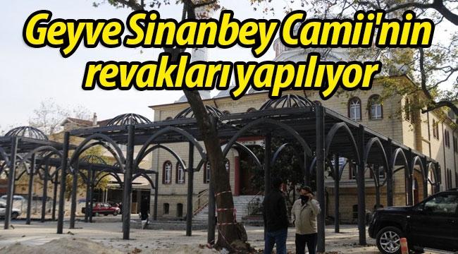 Geyve Sinanbey Camii'nin revakları yapılıyor