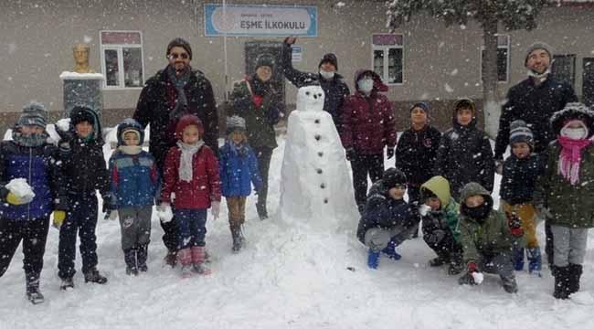Eşmeli çocukların kar sevinci..