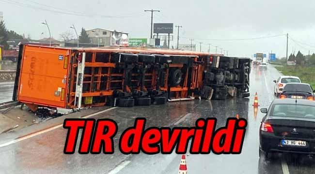 Pamukova Turgutlu'da TIR devrildi!