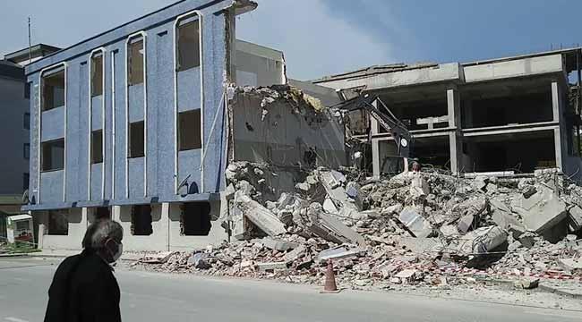 Ali Fuat Cebesoy MYO binasının yıkımı devam ediyor