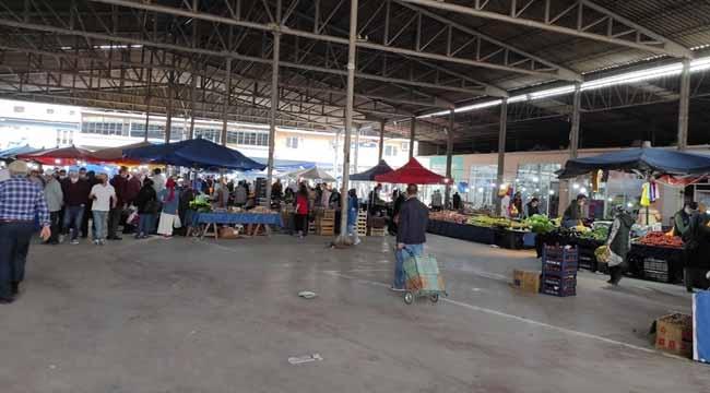 Geyve'de Cumartesi pazarı sönük geçti